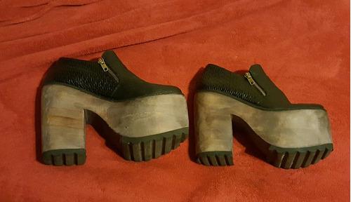 zapatos negros de cuero con plataforma
