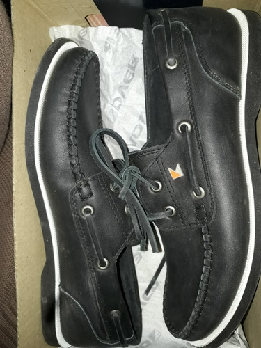 zapatos negros marca over