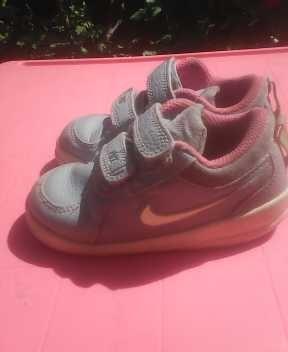 Zapatos Nike 100% Original Para Niña Talla 22 !! 13 Ctm Bs. 100.000,00