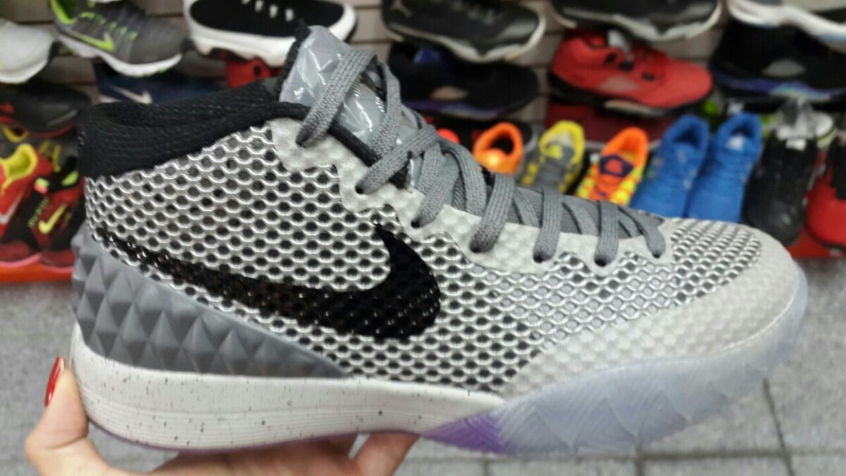 brand new 2cf02 eb70d get nike kyrie irving 1 94384 efcef