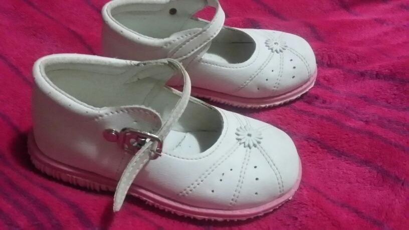 a3389edb335 zapatos niña talla 24. Cargando zoom.