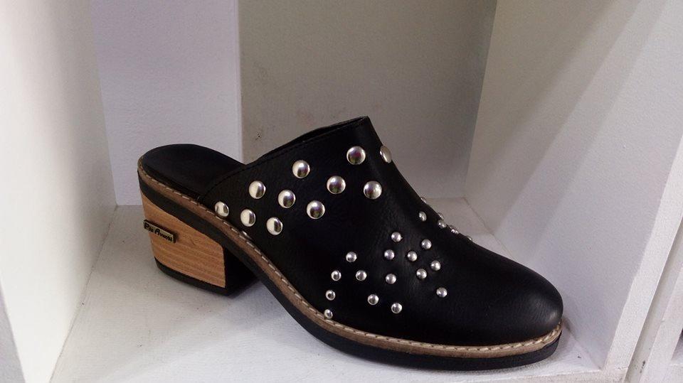 befa620458a04 zapatos nuevos mujer negro 2018 tachas bajitas invierno moda. Cargando zoom.