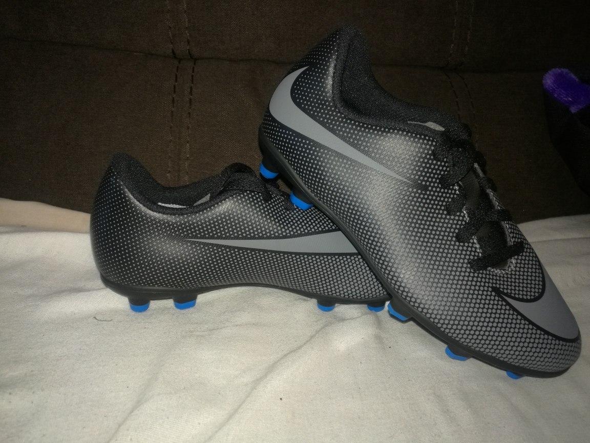 Zapatos Para Futbol Nike Bravata No. 21 Y Mercury Victory 22 ... 43c1cdce5677d