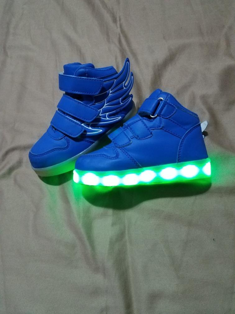 37276337 zapatos para niño de luces nuevo para niño pequeños 3/4 años. Cargando zoom.