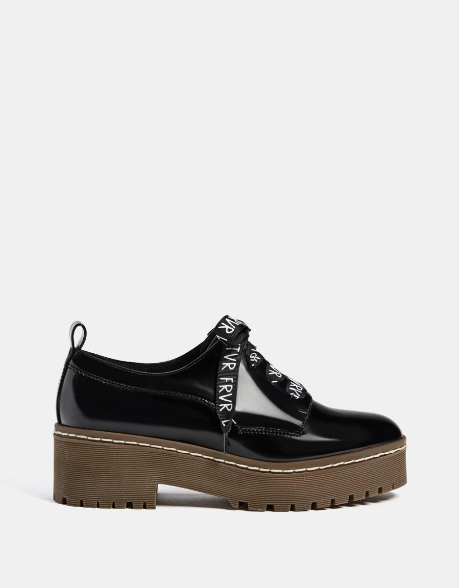 5f977db1a4b Bershka México - Bershka - Zapatos. Zapato tacón medio brillo
