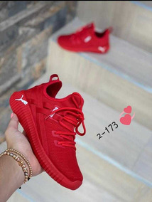 pumas rojas mujer
