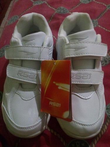 zapatos rs21 colegiales negros y blancos