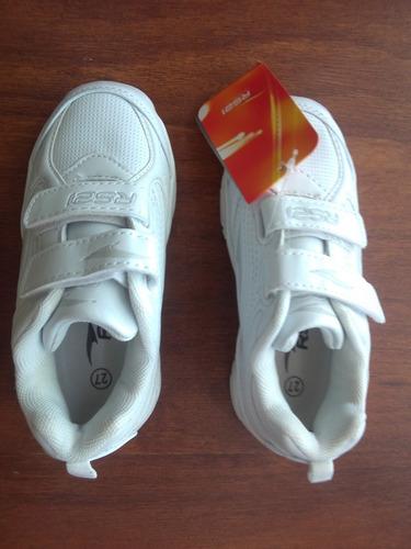 zapatos rs21 deportivos blancos nuevos. talla 27 (20$)