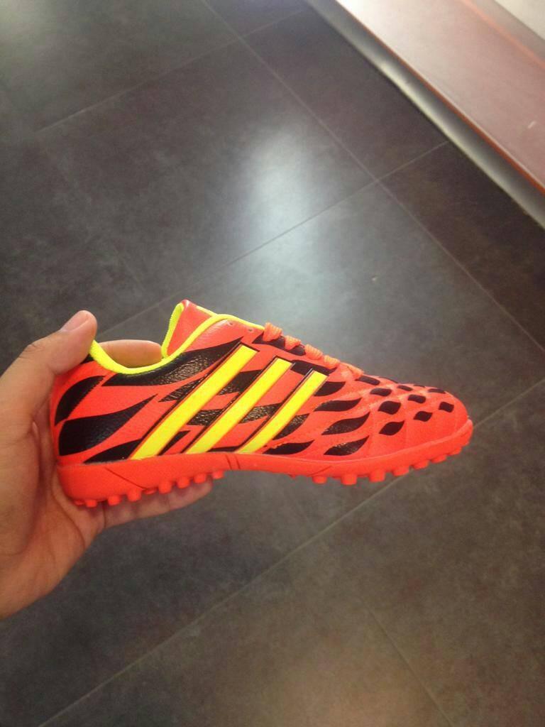 6ac8947f4108e Zapatos Sala Semitacos De Futbol Para Niños Talla 33 A 39 - Bs ...