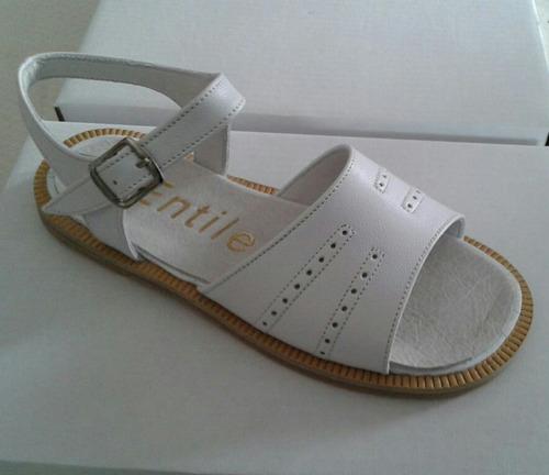 zapatos. sandalias de comunión bautismo y fiesta niña