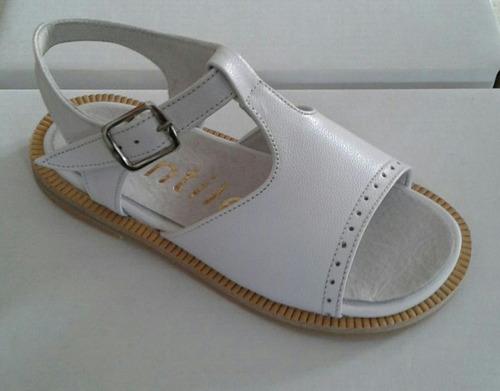 zapatos. sandalias niña