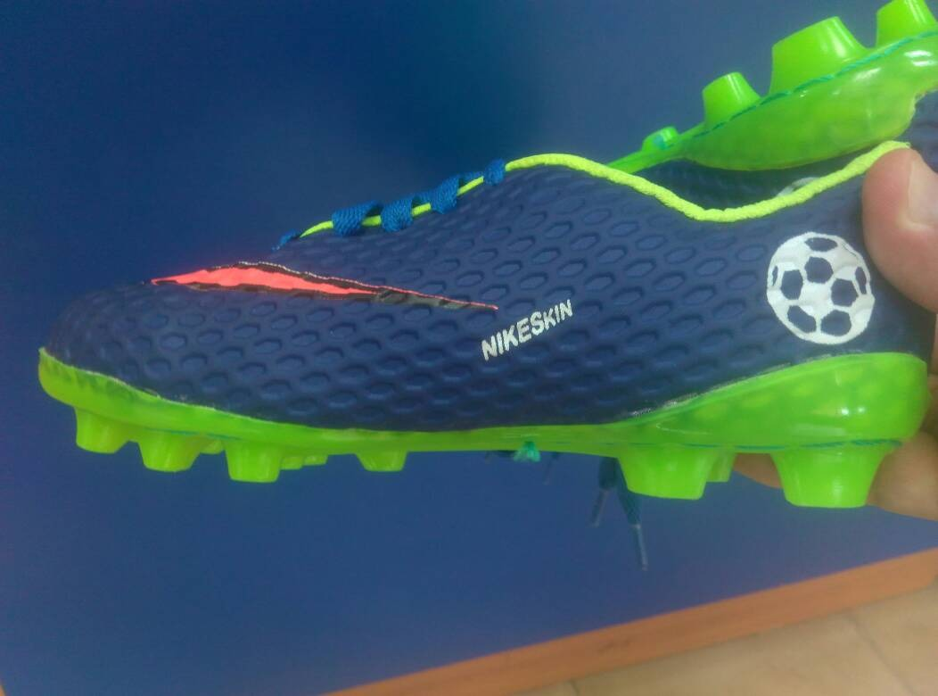 zapatos tacos de.futbol.nike para niños talla 26. Cargando zoom. 3561074a62cfe