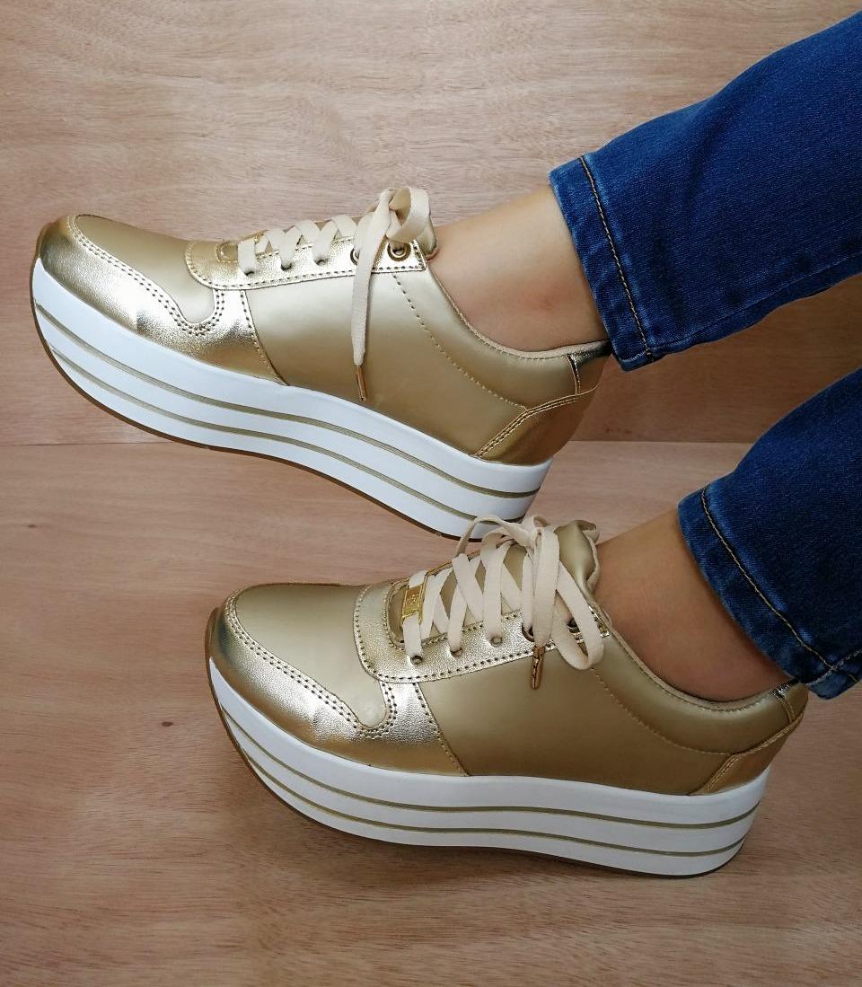 33ede1380dc20 zapatos tenis de plataforma color dorado dama moda y estilo. Cargando zoom.