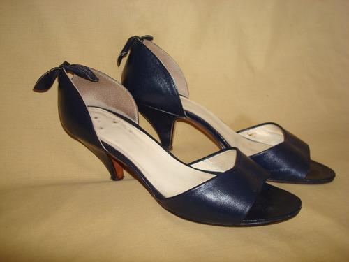 zapatos tipo sandalia de cuero c/moño color azul talle 36