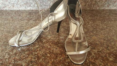 zapatos tipo sandalias plateadas talla 8