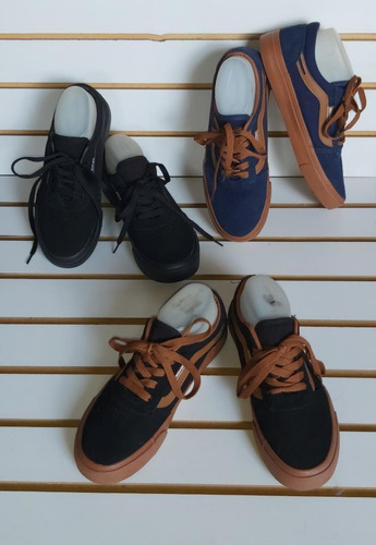 zapatos tipo vans. unisex valorado en 10vrd