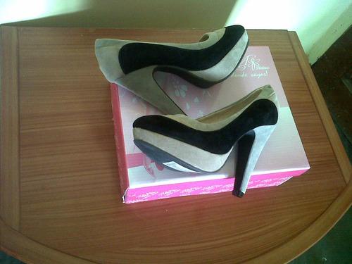 zapatos totalmente nuevos numero 35 marca divinas