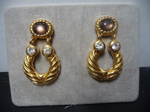 zarcillos: baño de oro, piedras  marrón y brillante