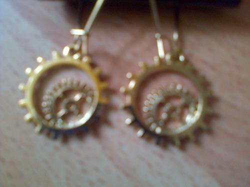 zarcillos dorados marca imita