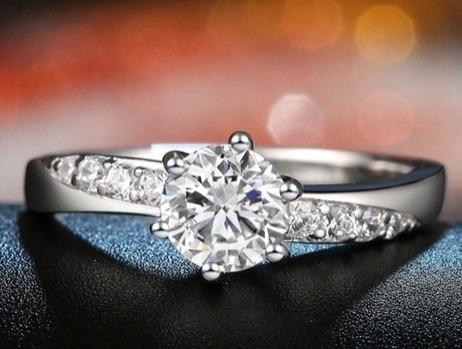 zirconias con anillo oro