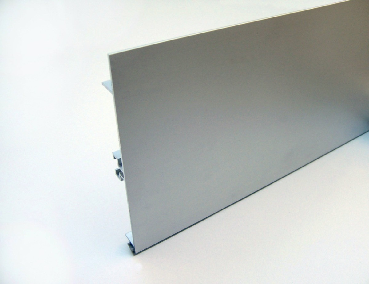 Zócalo De Aluminio 150mm De Alto X 3 Mts - $ 1.600,00 en Mercado Libre