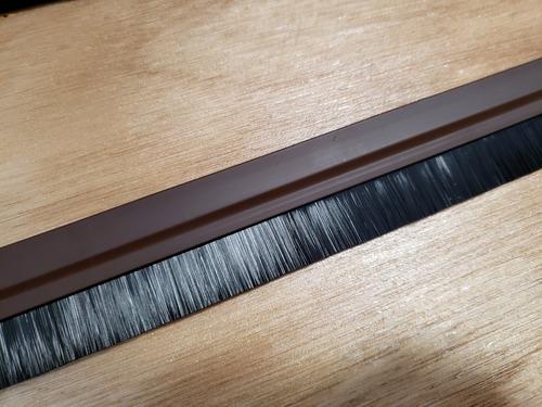 zocalo para puerta cepillo flex adhesivo marron  100x3,6 cm