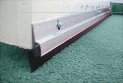 zocalo para puerta con barre hojas. 100 cm