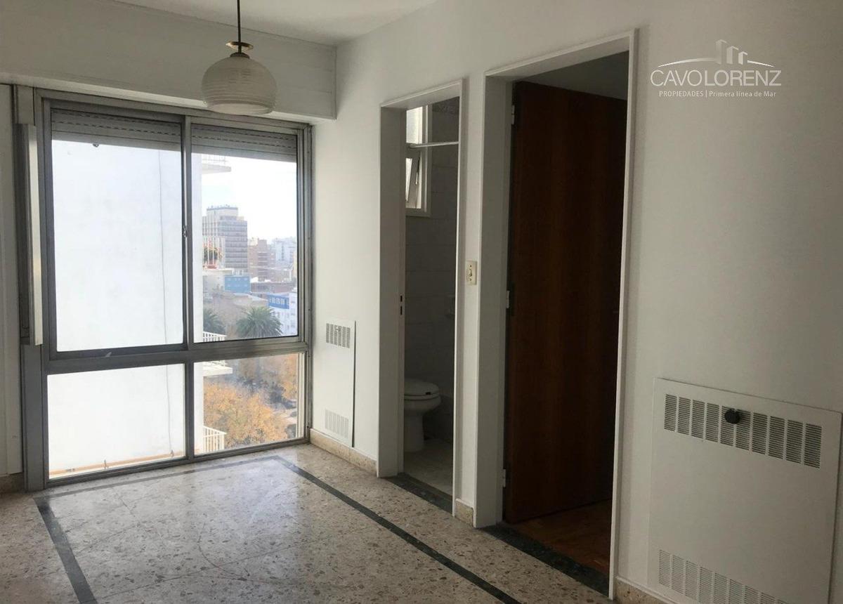 zona centro. departamento 3 ambientes con dependencia y cochera.