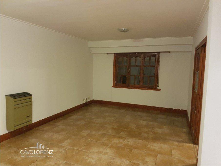 zona los pinares. chalet 4 ambientes en venta con renta.