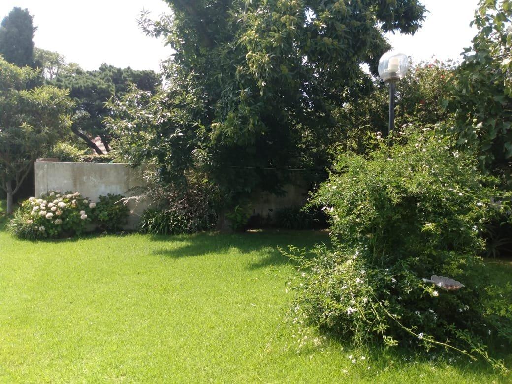 zona mogotes; gran chalet con lote lindero de jardin