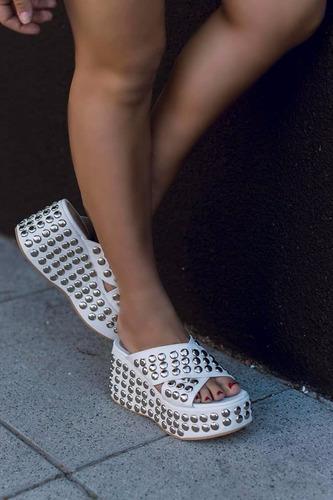 zuecos suecos sandalias cruzadas con tachas