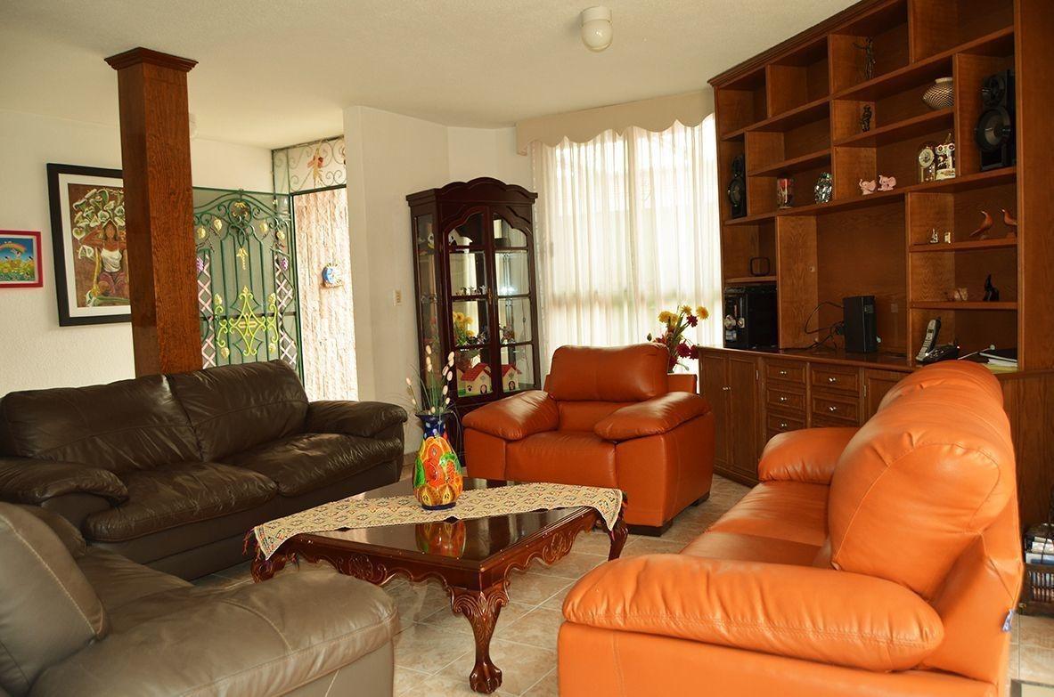 zv1296  iluminación natural en toda la casa.